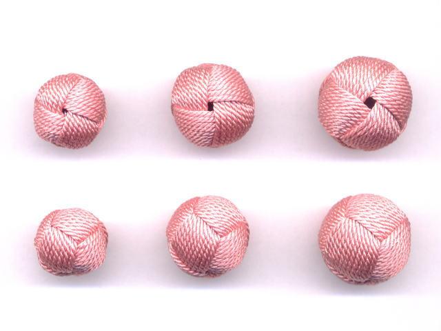 数珠用 梵天房(正絹)珊瑚 左から13mm16mm18mm 上段は房穴箇所