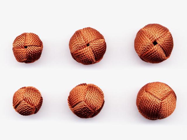 数珠用 梵天房(正絹)茶 左から13mm16mm18mm 上段は房穴箇所